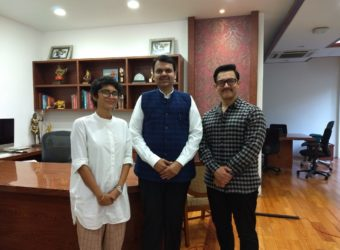 (L-R) Kiran Rao, Devendra Fadnavis and Aamir Khan