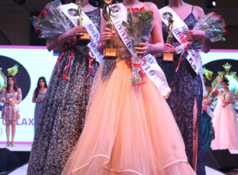 Shweta Agarwal (Middle) winner of Mrs India Galaxy Classic category, Shraddha Gupta ( Left) Second Runners, Rupa Patnaik (Right) First Runners Up
